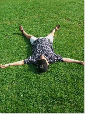 滋樹、代々木公園の芝生a